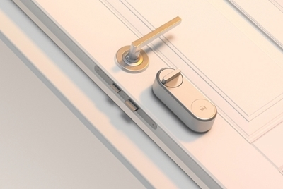 Introducing the Yale Linus® Smart Lock.